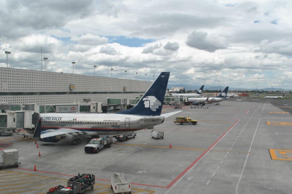 Aeropuerto capitalino reanuda operaciones tras cierre por banco de niebla