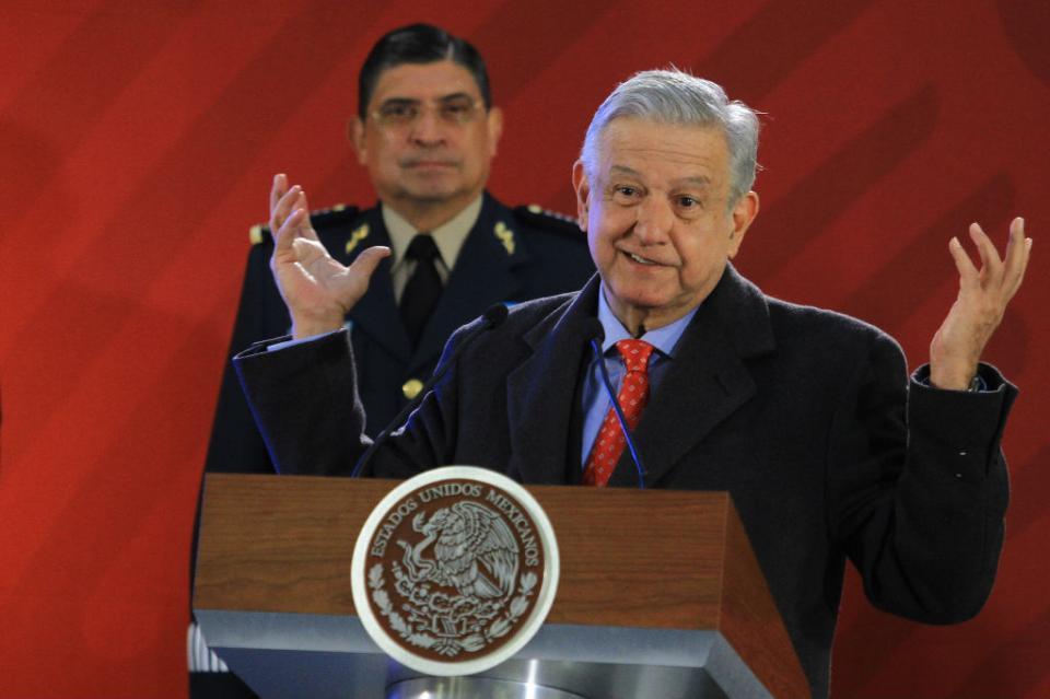 López Obrador llama a pobladores a no colaborar con huachicoleros