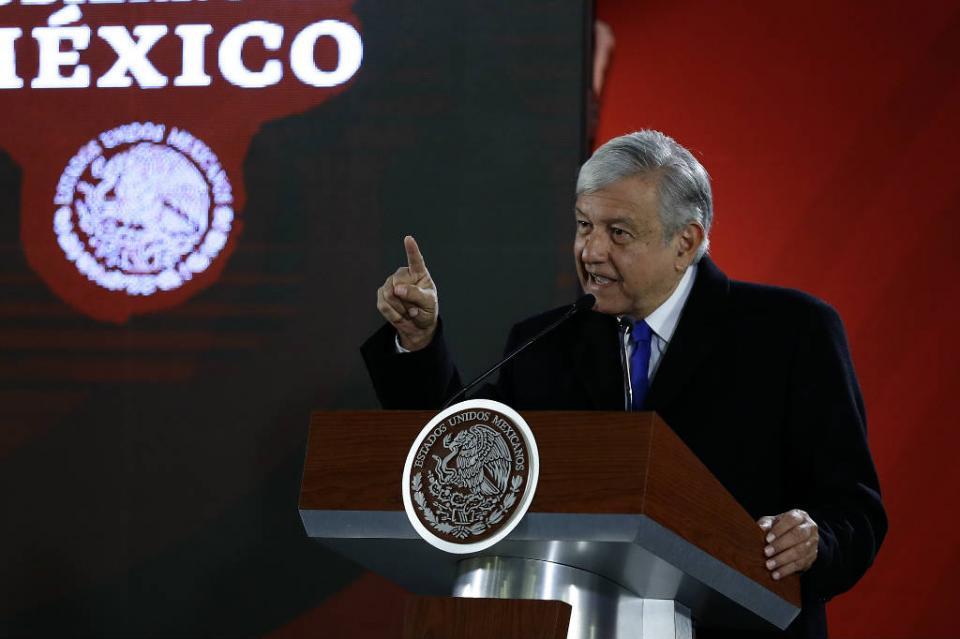 Inicia proceso para adquirir pipas y garantizar distribución de gasolina López Obrador