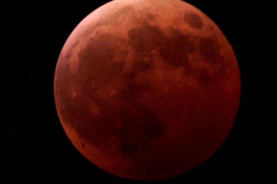 Eclipse lunar podrá apreciarse a simple vista, dice astrónomo