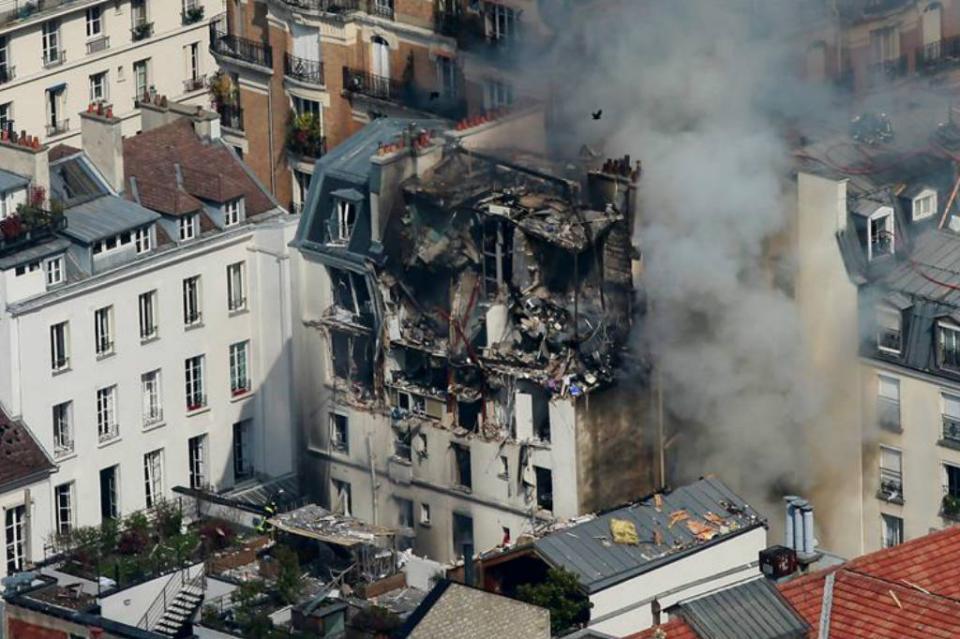 Suman dos muertos y 47 heridos por explosión en edificio en París