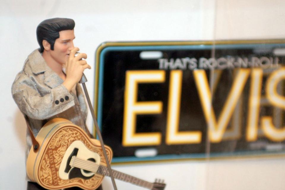 Elvis Presley ídolo, galán, coleccionista, amante de animales y karateca