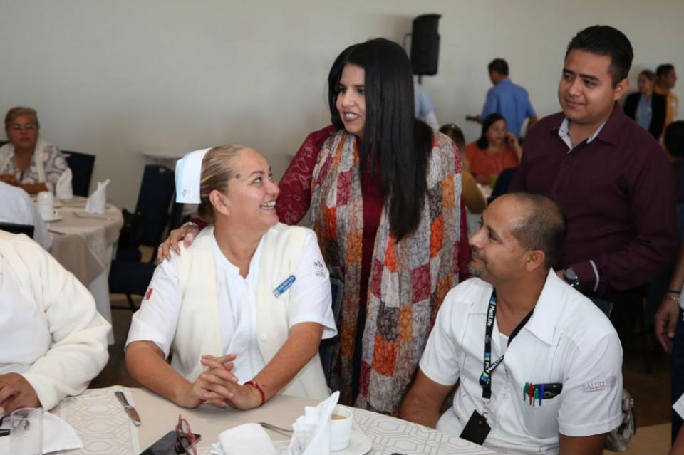Reconoce alcaldesa Armida Castro al personal de enfermería del sector saluda de Los Cabos