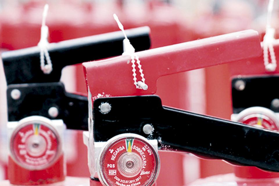Detectan venta de extintores con documentos apócrifos y registros falsificados