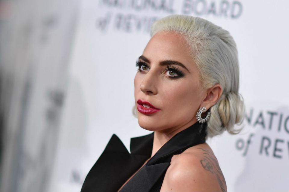 Lady Gaga se une a las denuncias contra R. Kelly por acoso sexual