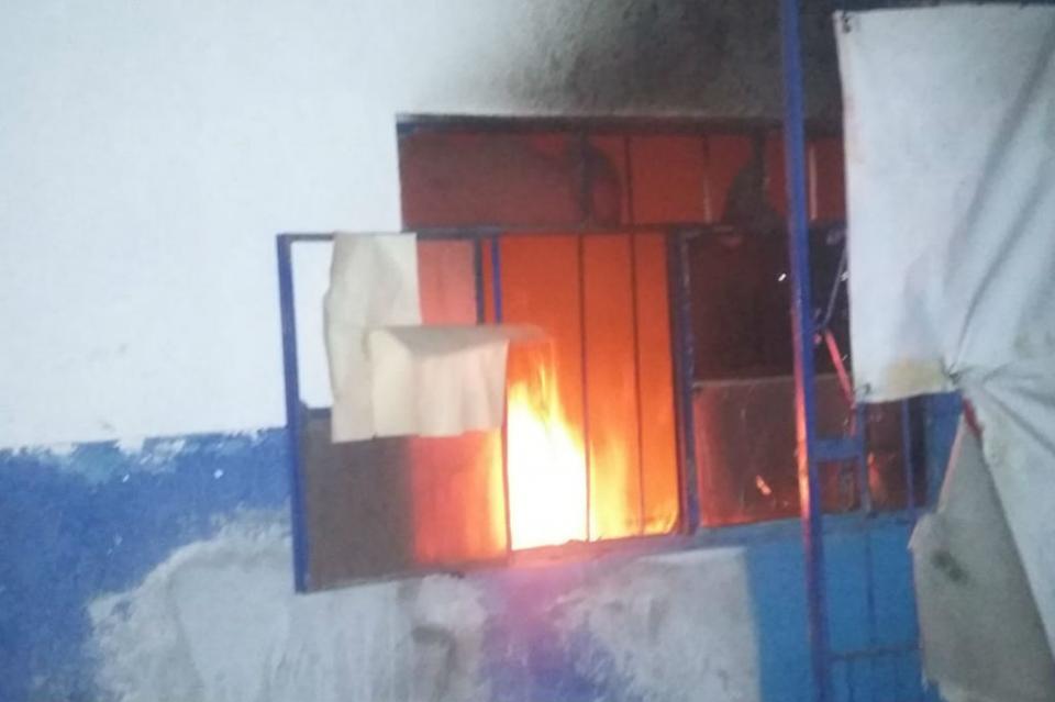 Sufre incendio negocio de purificadora de agua en La Paz