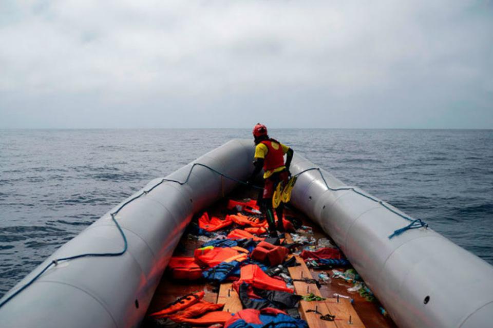 Reportan 20 migrantes desaparecidos tras naufragio en el Mediterráneo