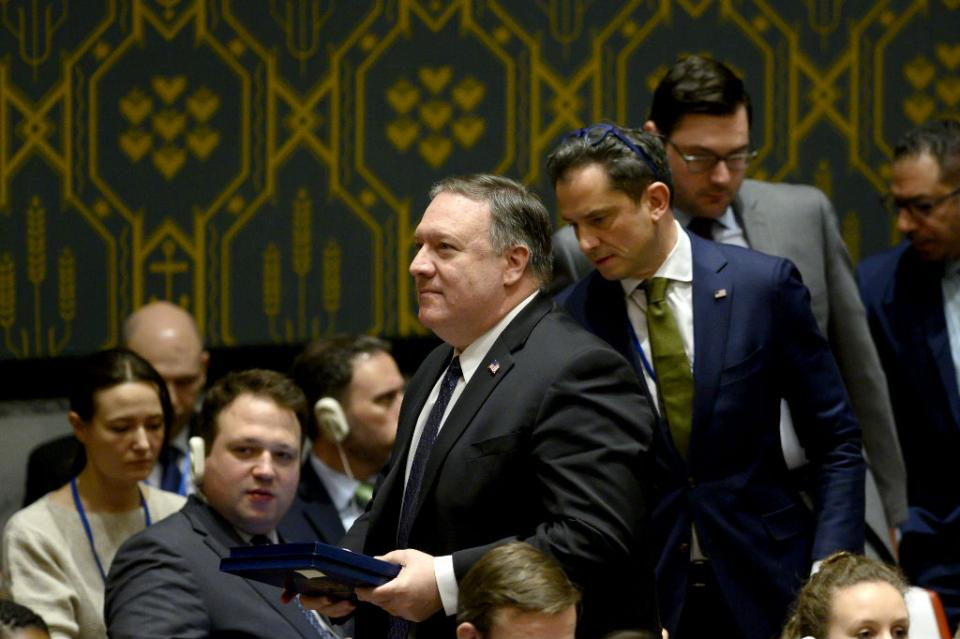 Pompeo pide a todos los países finalizar transacciones financieras con gobierno de Maduro