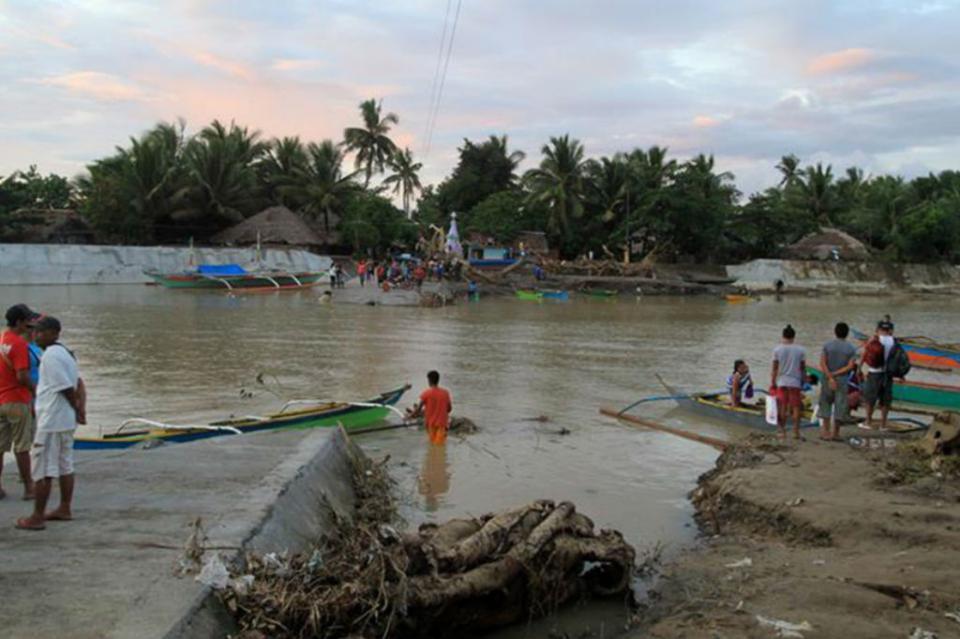 Asciende a 122 número de muertos por paso de depresión Usman en Filipinas
