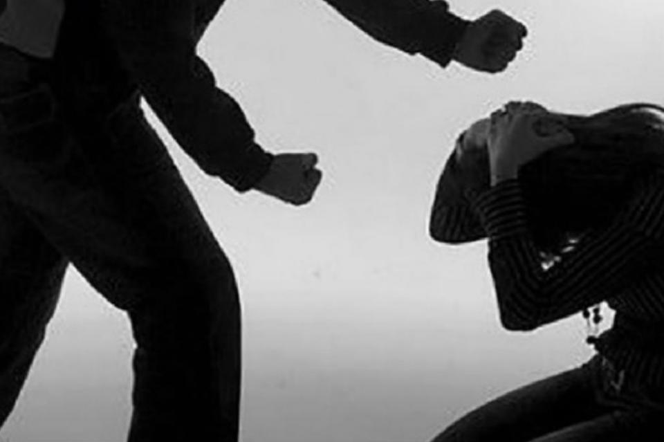 Vinculan a proceso a hombre por violencia contra su esposa en La Paz