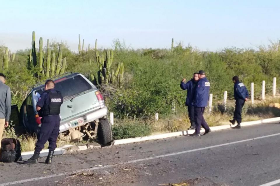 Se registra una volcadura en carretera Todos Santos-La Paz