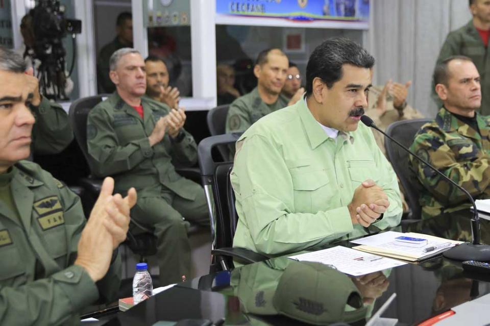 Maduro cierra frontera con Brasil y evalúa cierre con Colombia