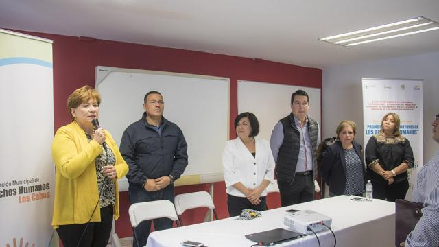 Comisión Nacional de Derechos Humanos imparte taller a servidores públicos de Los Cabos