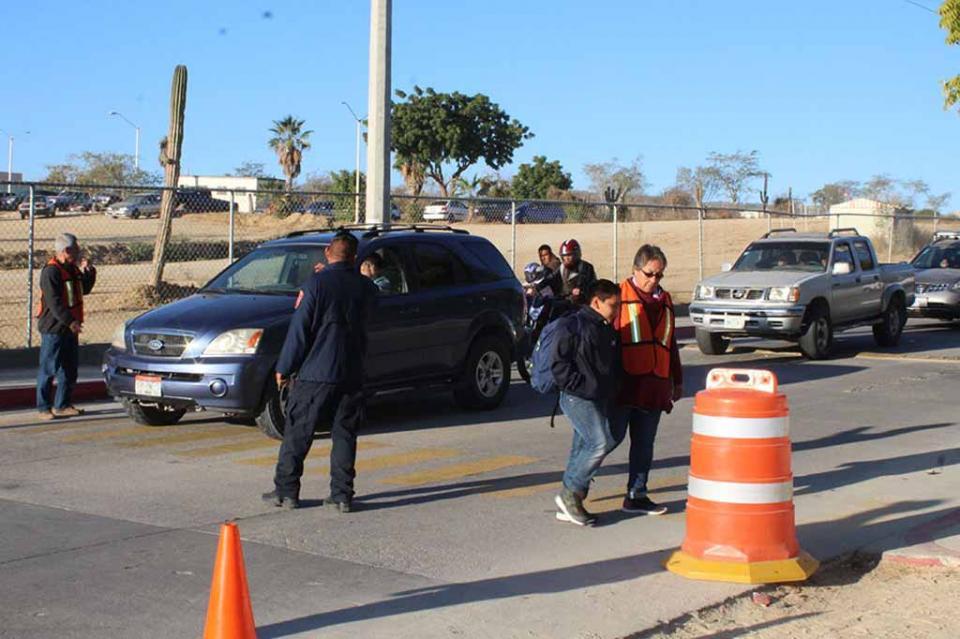 En Los Cabos, padres de familia colaboran para prevenir accidentes viales