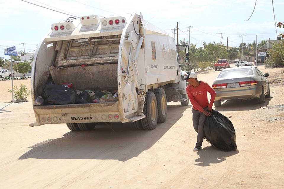Agradecen vecinos rastreo de calles y recolección de basura doméstica en El Zacatal y Vista Hermosa