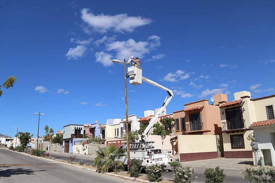 Por la seguridad de las familias de Los Cabos, continúa campaña de reparación de alumbrado público en colonias
