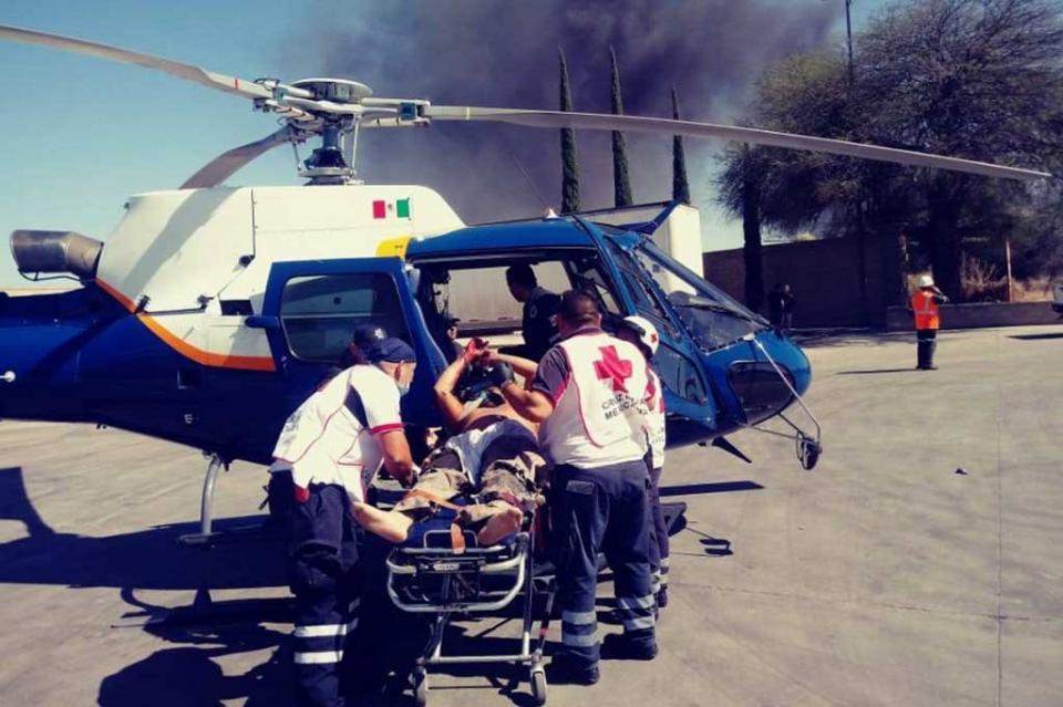 Atienden a heridos tras choque de pipa y ferrocarril en Aguascalientes