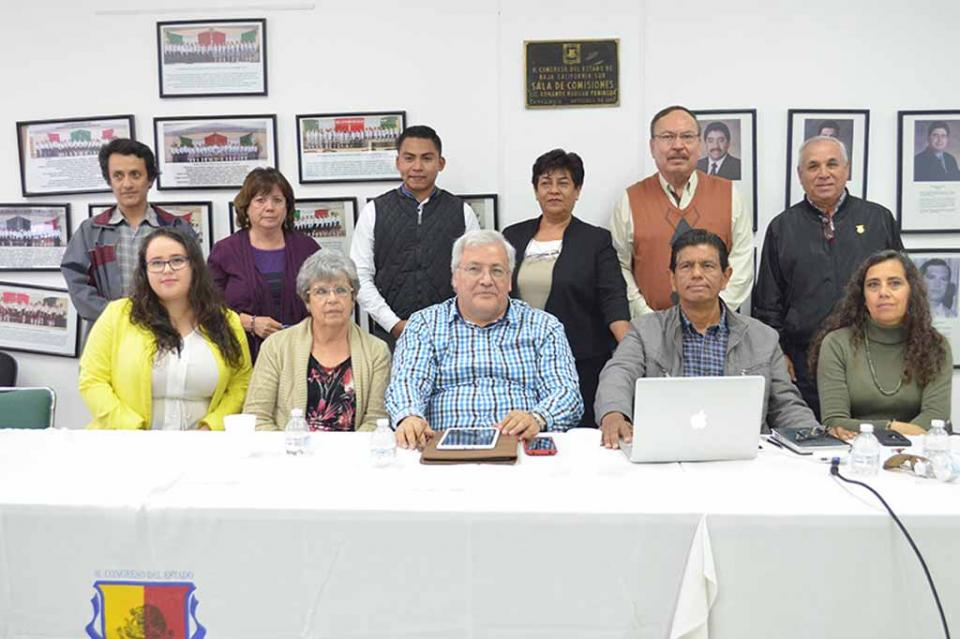 Grupo de académicos expone ante el Congreso del Estado diagnostico ambiental de BCS