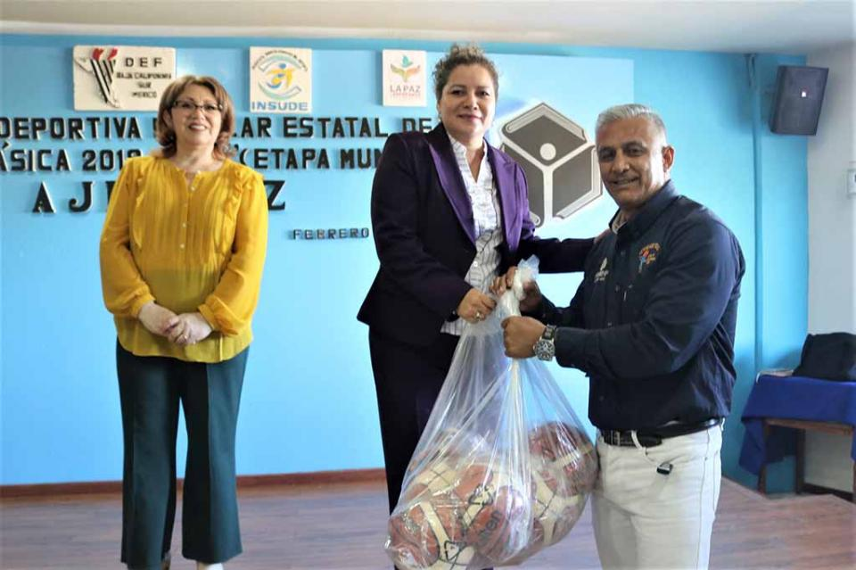 Entrega SEP material deportivo para 12 mil alumnos de primarias de BCS