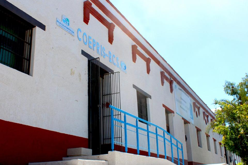 Contribuye COEPRIS a la regulación comercial en playa de Los Cabos