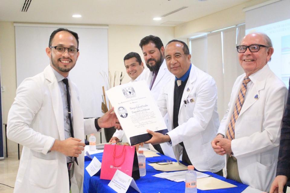 Hospital Salvatierra egresa médicos especialistas
