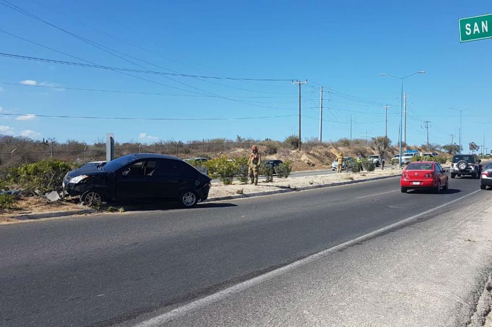 Choque de autos deja 3 personas lesionadas en la Transpeninsular, a la alltura de San Bernabé