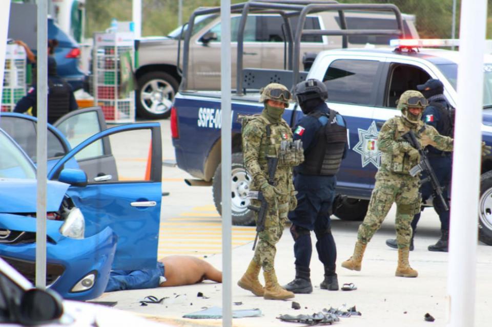 Tras persecución, detienen a una persona al parecer con arma de fuego en Cerro Colorado