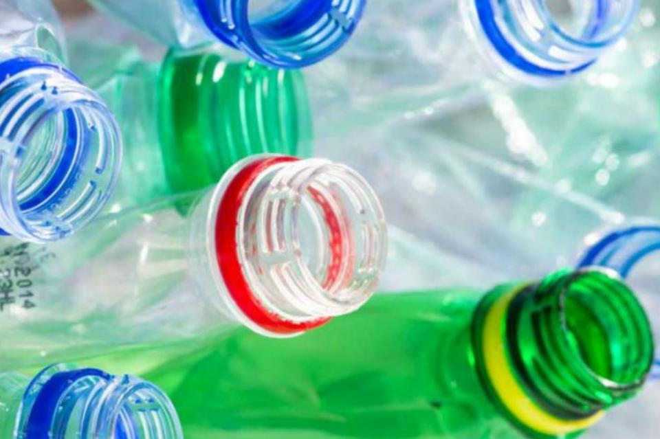 Desarrollan tecnología para convertir residuos plásticos en combustible