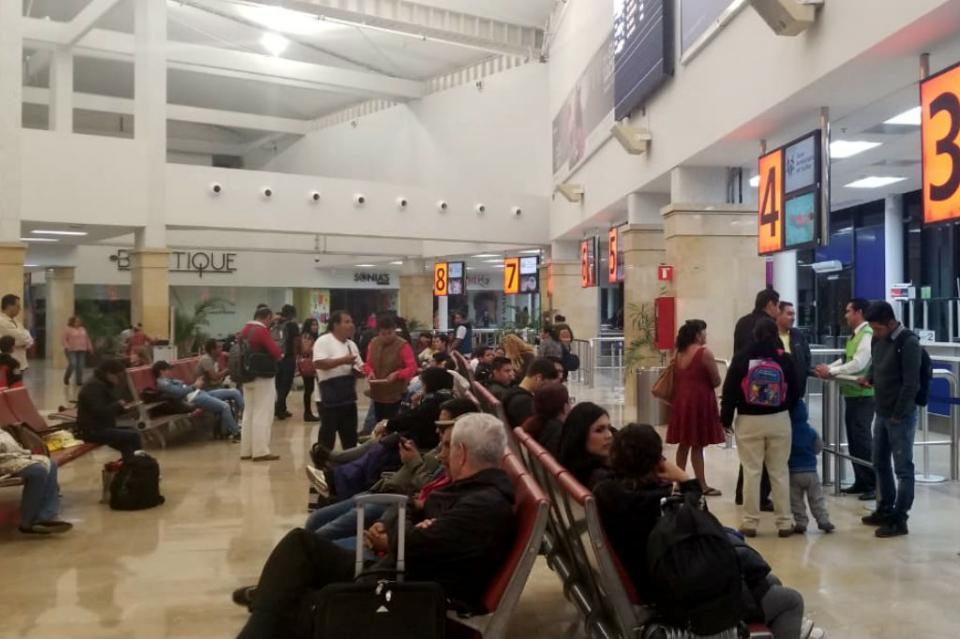 Por falla mecánica, vuelo de  Volaris SJC-CDMX se retrasa por más de 8 horas y afecta a decenas de pasajeros
