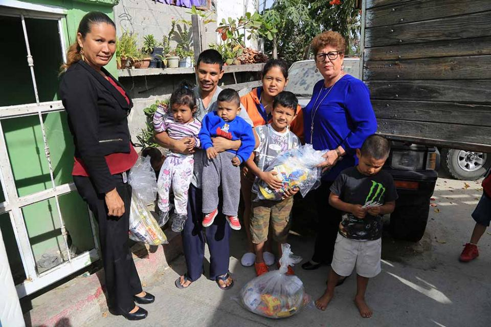 Entrega DIF Los Cabos apoyos a la familia afectada por incendio de vivienda