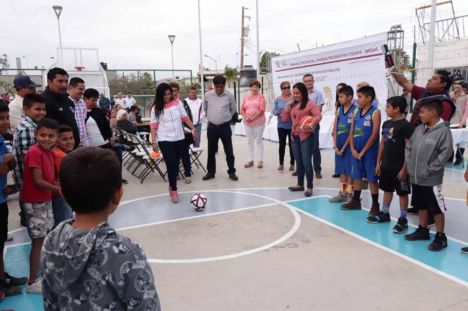 Alcaldesa de Los Cabos entrega del Parque Recreativo Codepa Brisas en Cabo San Lucas