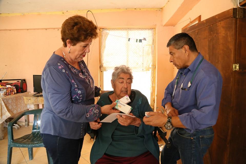 Presidenta del SMDIF Los Cabos lleva apoyos a sectores de escasos recursos de rancherías