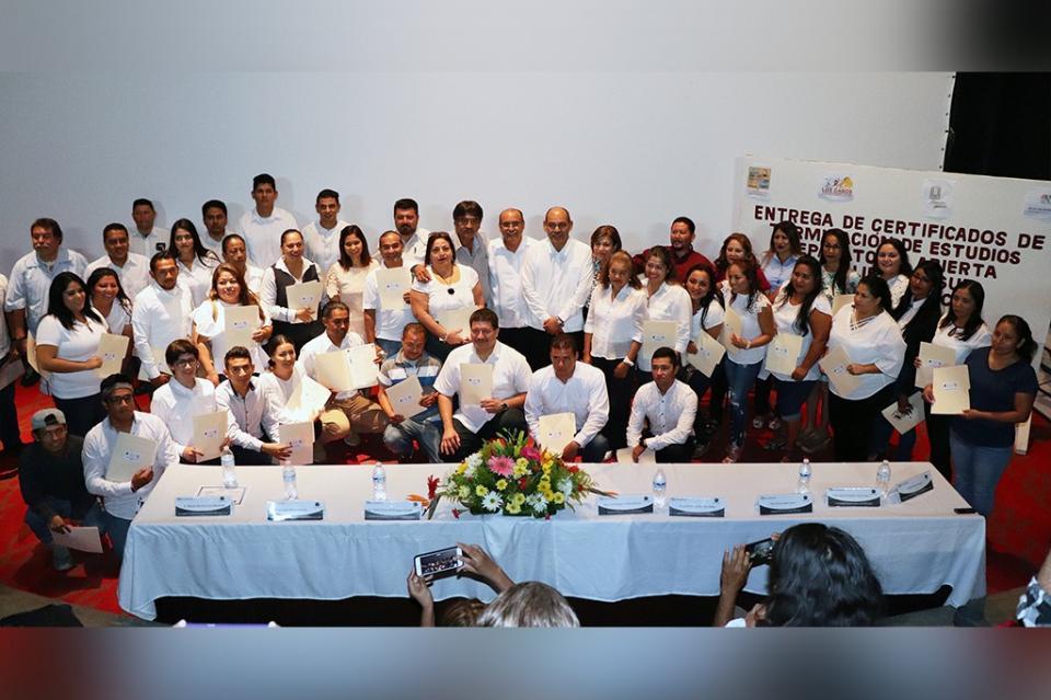 48 egresados reciben su certificado del Subsistema de Preparatoria Abierta en Cabo San Lucas