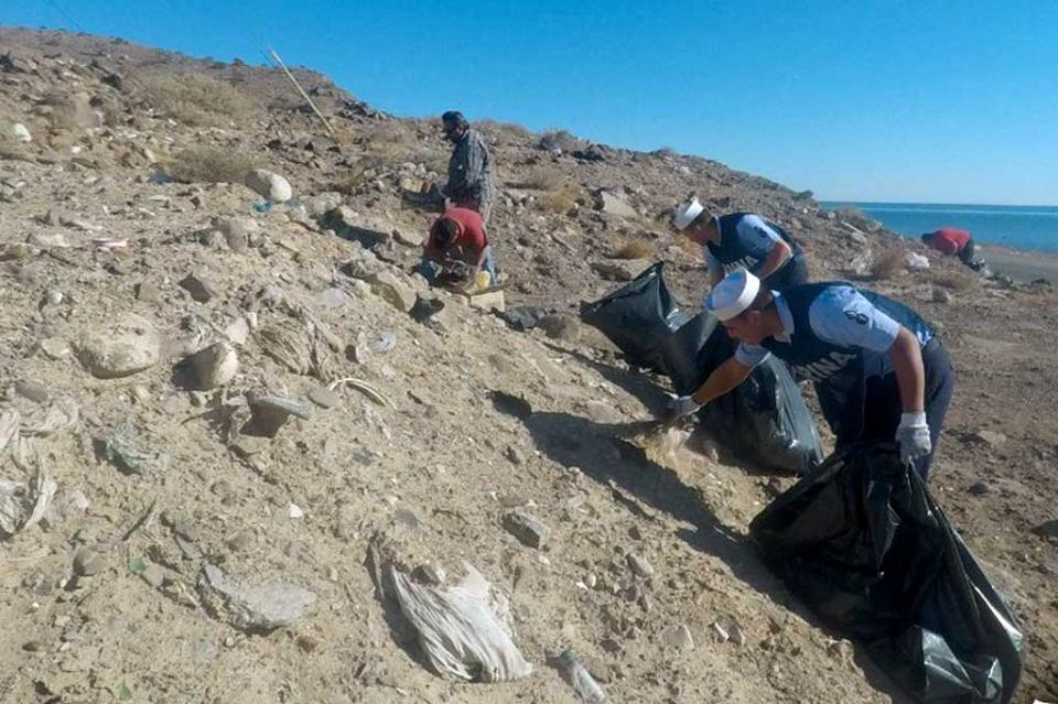 Secretaría de Marina realiza limpieza de playas para preservar ambiente