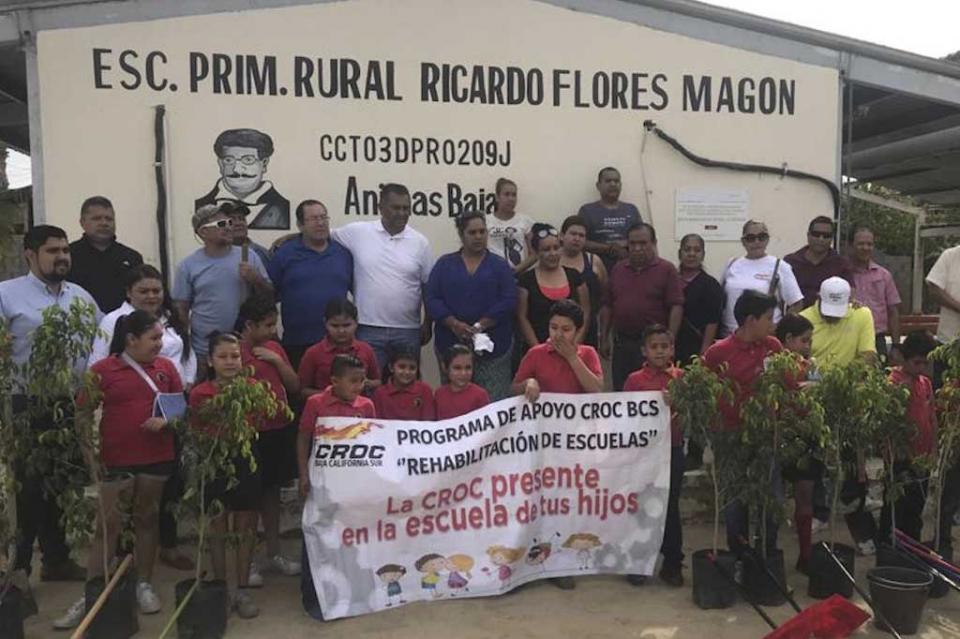 """Con reforestación en primaria de Las Animas Bajas, la CROC conmemora el """"Día Internacional de La Tierra"""""""