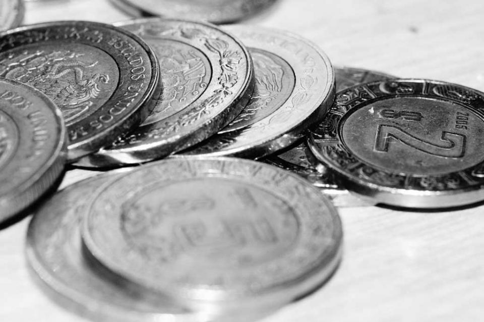 Peso cierra semana con depreciación, ante fortalecimiento del dólar