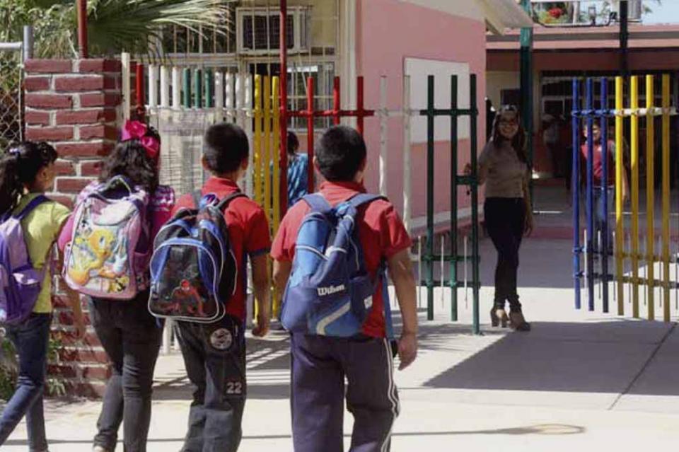 Más de 25 millones de alumnos de nivel básico regresarán mañana a clases