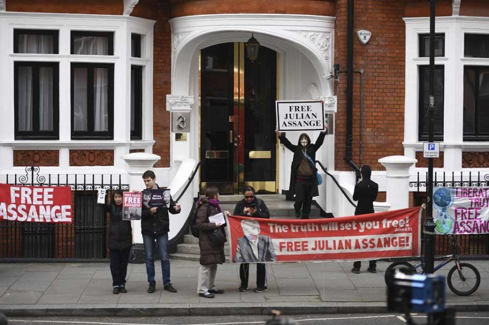 """Ecuador desmiente """"inminente"""" salida de Assange de embajada en Londres"""