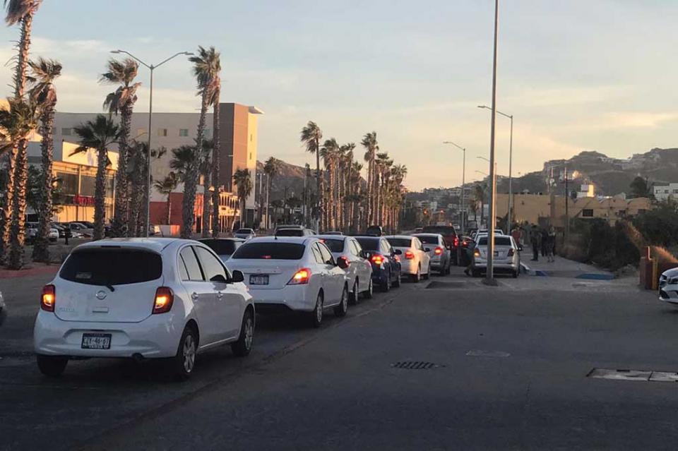 Se manifiestan choferes de Uber exigen a las autoridades suelo parejo