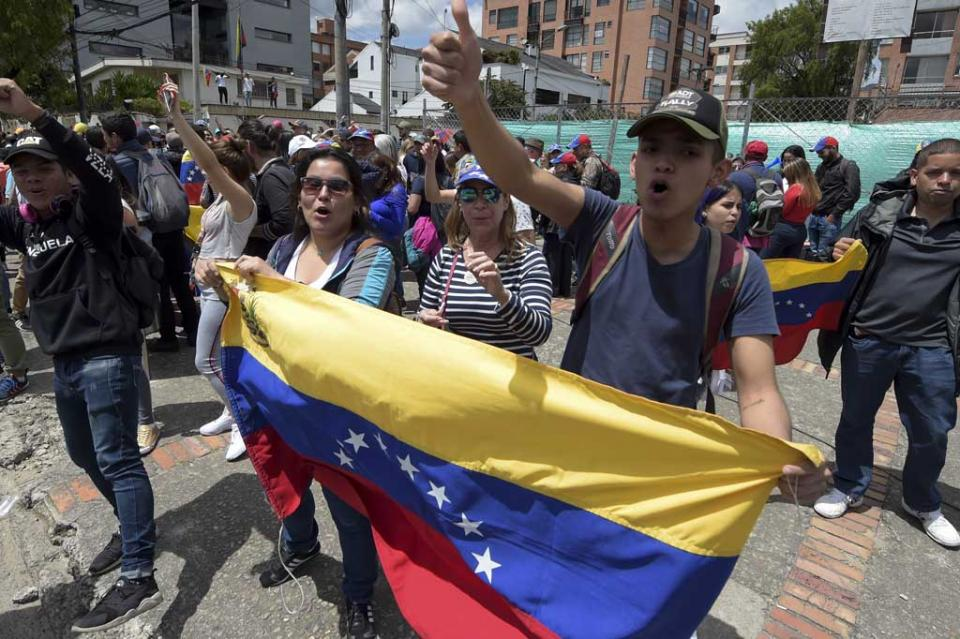Venezuela: tensa jornada de enfrentamientos entre militares y opositores