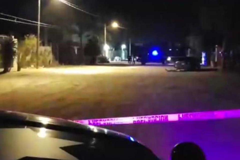 Atacan a balazos un auto en ejido El Centenario, hay un muerto