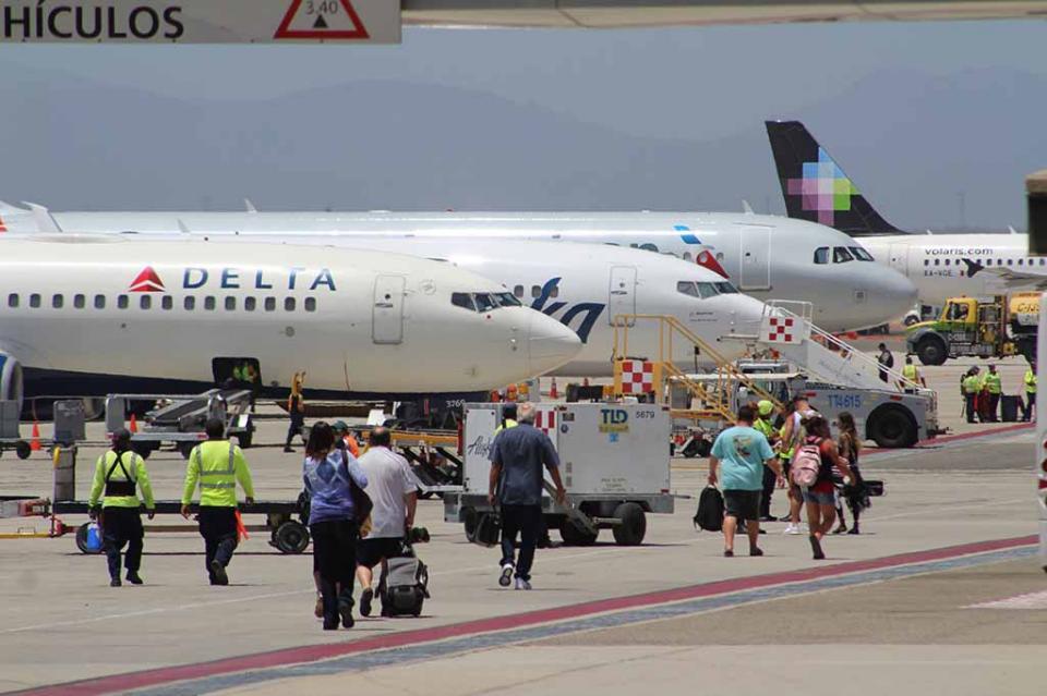 Crecimiento del 17% en asientos de avión en Los Cabos por Semana Santa; se espera llegada de 160 mil turistas nacionales en abril: Esponda