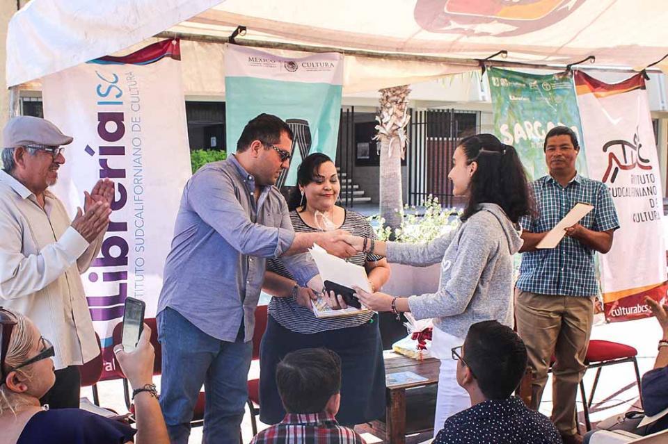 Entrega ISC reconocimiento a ganadores de Concurso Nacional de Lectura y Dibujo Infantil