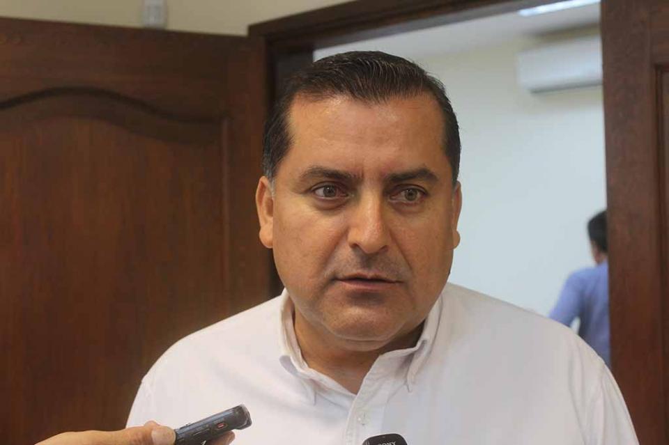 Suma de esfuerzos con el Municipio en favor de los cabeños: González