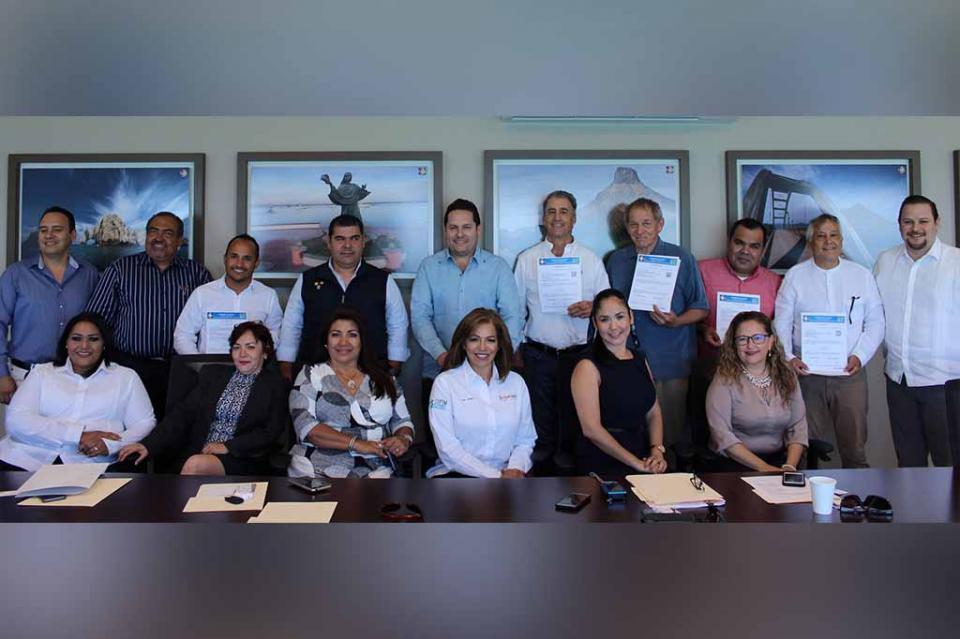 Entrega SETUES primeras licencias de agentes profesionales inmobiliarios