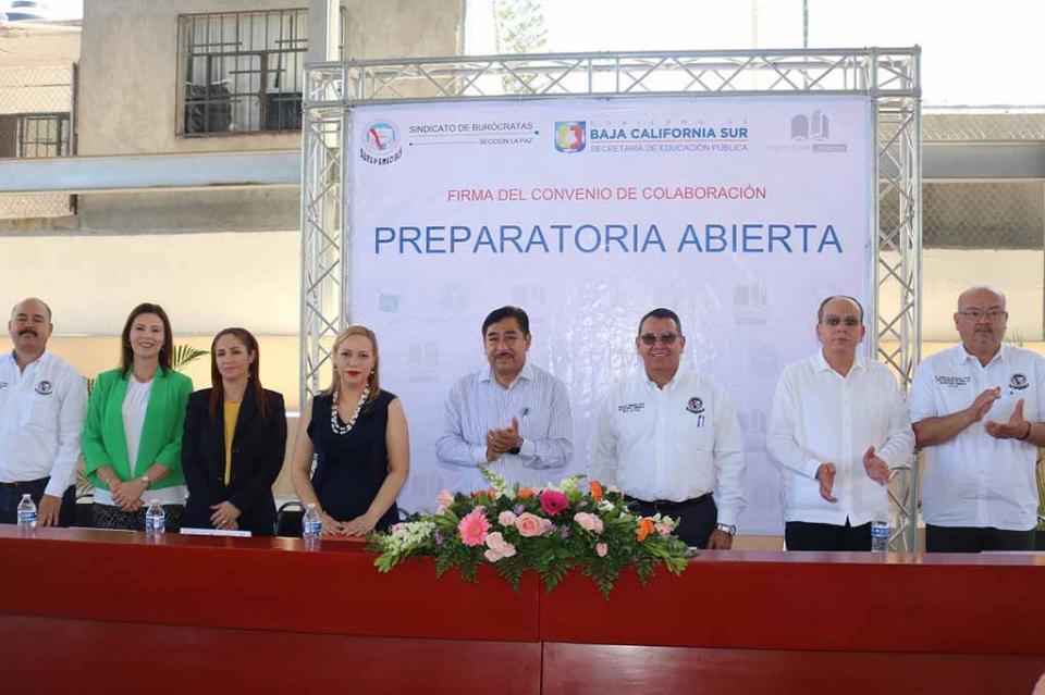 Firman convenio de colaboración preparatoria abierta de SEP y sindicato de burócratas