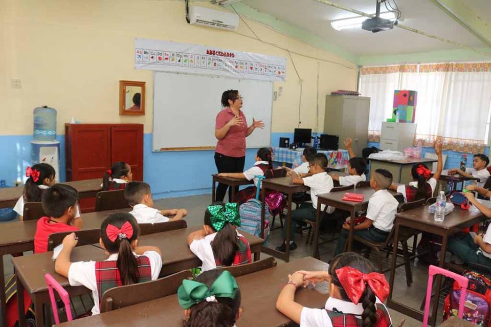 Paga gobierno del estado mes de marzo y primera quincena de abril a docentes de tiempo completo de BCS