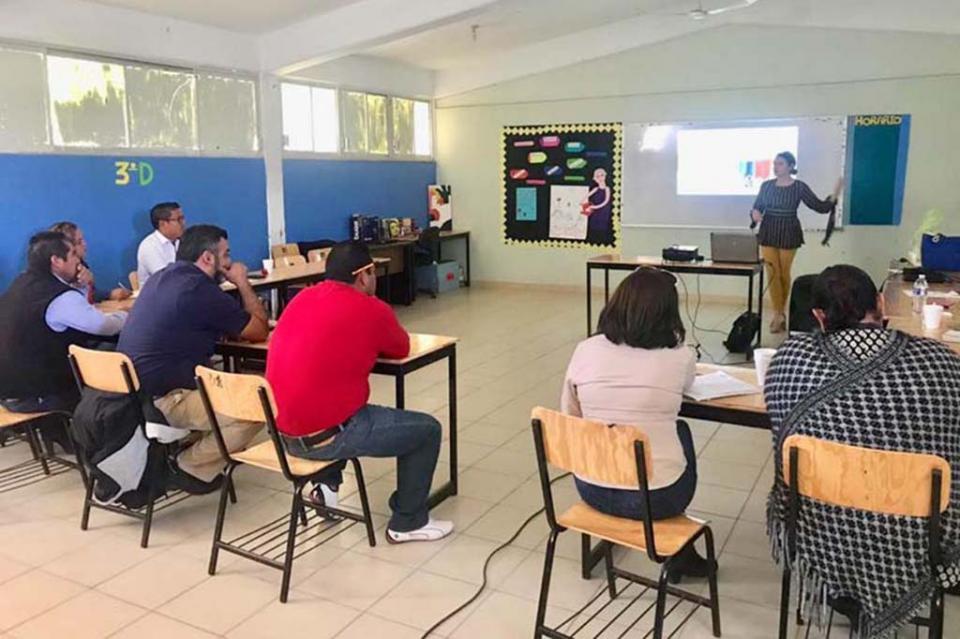 Salud capacita en primeros auxilios a comunidad escolar de Puerto San Carlos