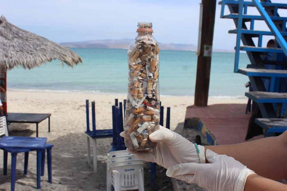 Salud sensibiliza a vacacionistas para no tirar colillas de cigarro en playas