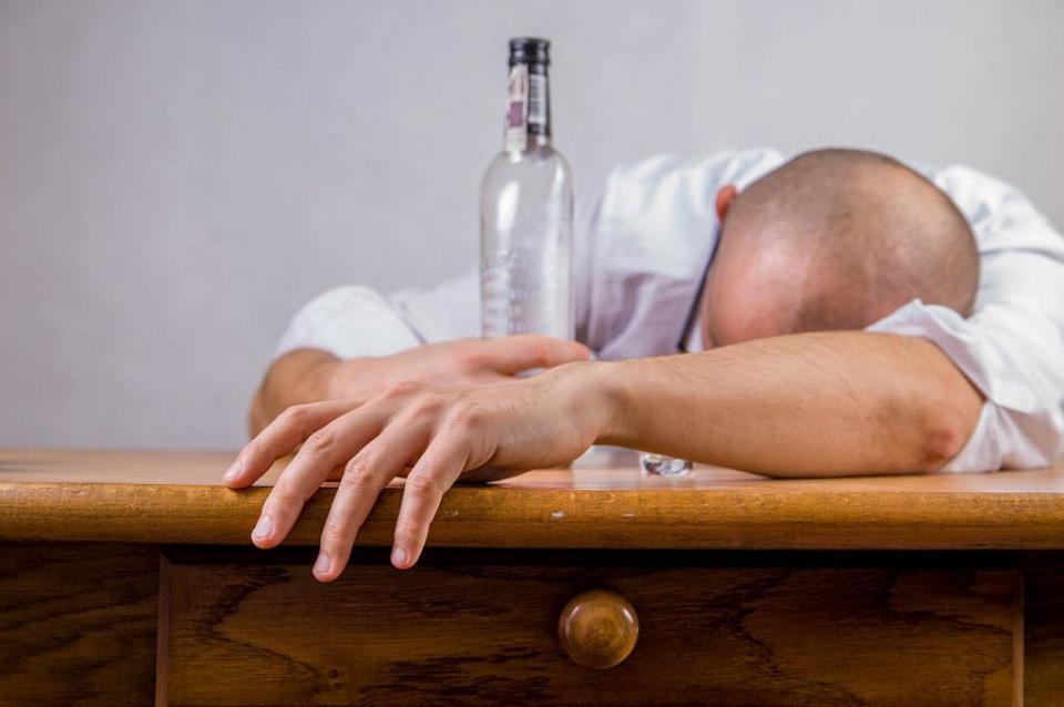 Confirma estudio que alcoholismo está marcado por variantes genéticas